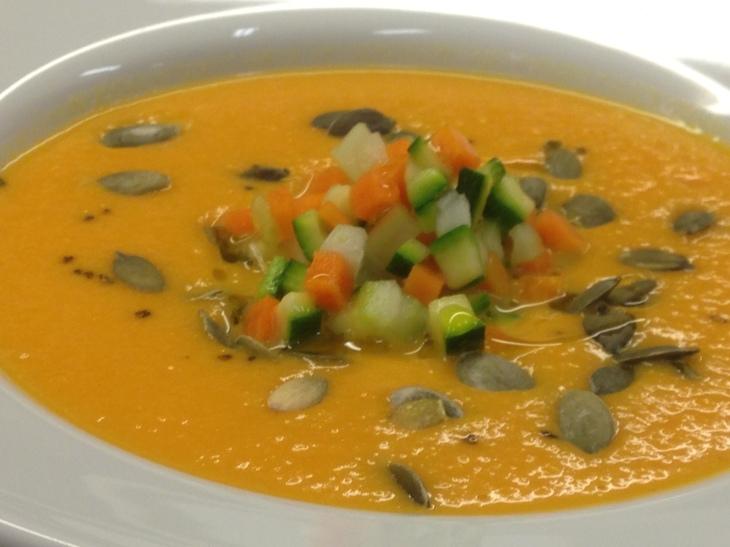 zuppa-zucca-gorgonzola-verdure-croccanti-semi